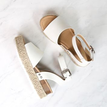 Trendy Sporty Flatfrom Espadrille Sandal with Adjustable Ankle Strap in Off White