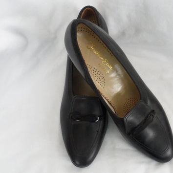 VINTAGE BLACK LEATHER Ladies Shoes/1970s Pumps/Black Leather Pumps/Made By Dr. Scholl/Like Brand New/Size 9 Double A/Black Suede Leather Bow