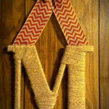Jute wrapped initial door hanger with burlap chevron bow (CHOOSE YOUR COLOR)! - monogram door hanger, twine wrapped letter, door decor