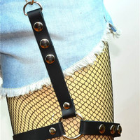 "Single Black 3/4"" Wide Strap & 1"" Silver O-ring Leather Thigh Leg Harness"