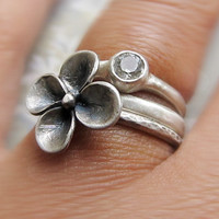 Gemtsone Ring with Sculpted Flower by AUNALIArtisanMetal