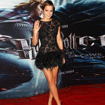 Stunning Sexy Black Feather Cocktail Dresses Short Cap Sleeves Open Back Lace Emma Watson Prom Party Gowns vestido de festa 2017