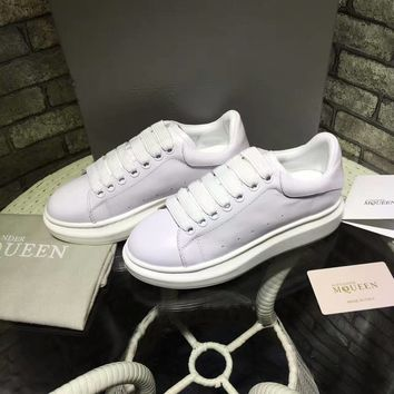 Alexander McQueen men and women with the same paragraph fashion casual sports shoes color white shoes sneakers