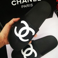 Chanel cool slippers CC flat, flat bottom, soft surface, wearable rubber beach, cool women.