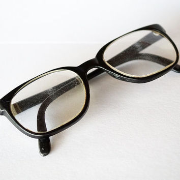 Vintage black 70s plastic frames retro eyewear accessories Wayfarer Ray Ban designer glasses
