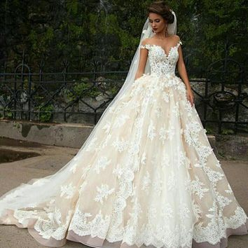 New high quality lace double shoulder wedding dress sexy neck bandage royal long trailing wedding dress