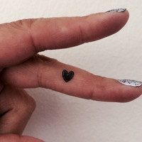 20 Temporary Tattoo Tiny Black Hearts / Fake Tattoos / Set of 20
