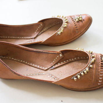 Tan Leather Flats ethnic shoes indian punch out bells VINTAGE sz 10 hippie flats unisex bohemian boho