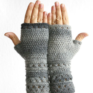 Grey fingerles glove mitten, Crochet grey fingerless mitten glove, Wrist warmer glove, Lace crochet arm warmer fingerless glove