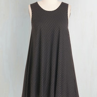 Vintage Inspired Mid-length Sleeveless Tent The Swingingest Spots Dress in Black Dots