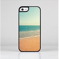 The Vintage Beach Scene Skin-Sert for the Apple iPhone 5c Skin-Sert Case
