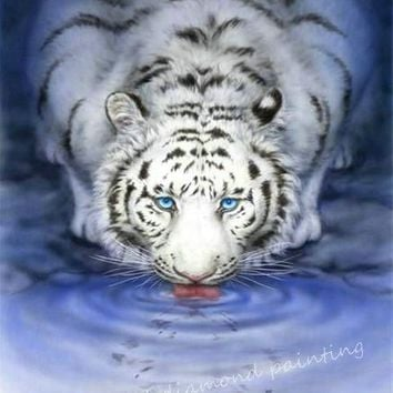 5D Diamond Painting Drinking Blue Eyed White Tiger Kit