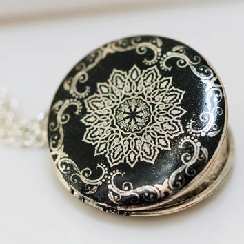 Silver Locket,Photo Locket,Black and White Flower Locket, Silver Bridesmaid Necklace,Wedding Necklace