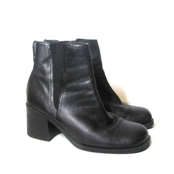 vintage black leather ankle boots. chunky boots. women's beatle boots. women's size 9.5