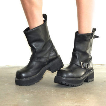 Vintage 90s MOTORCYCLE PLATFORM Black Leather Buckle Boots // Biker Club Kid Hipster Grunge Boho Gypsy // Womens US 7.5