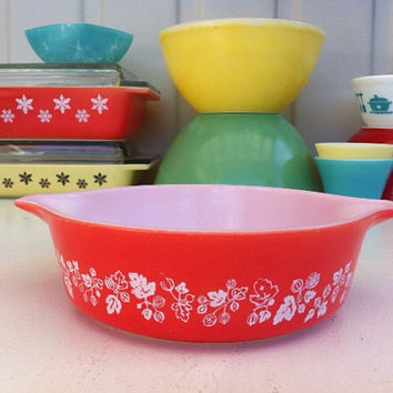 Rare JAJ Pyrex red Gooseberry casserole!! Fab, retro, coral English Pyrex, 471 Cinderella bowl! ReTrO KiTcHeN!