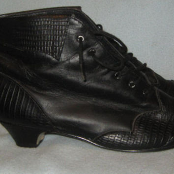 Vintage Victorian Style Lace-up Cuffed Black Leather Ankle Boots - Size 3 1/2 M
