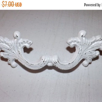 SUPER XMAS SALE Shabby Chic Cast Iron Knob /Dresser Knob / Drawer Knob / Cabinet Pull / Decorative Knob