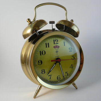 Vintage wind-up alarm clock, Home Office Decor, Mechanical Alarm Clock Polaris China Working Metal Round, clock with chimes