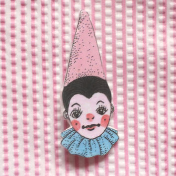 clown brooch (7.3 x 3.1 cm)