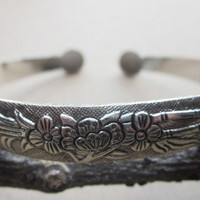 BR139 Bohemian Begonia Flower vintage Miao Metal Tibetan Silver Color Cuff Bangle Bracelet gift jewelry for her woman