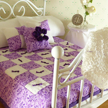 Miniature Lavender & White Hand Quilted Dollhouse Quilt, Matching Decorator Pillows, 1/12 Scale, Sheet Set with Bed Pillows,Crocheted Afghan