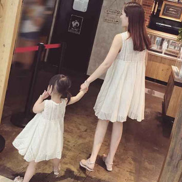 2016 New Summer Family Matching Outfits Mother And Daughter sleeveless dress white cotton clothes beach princess dresses