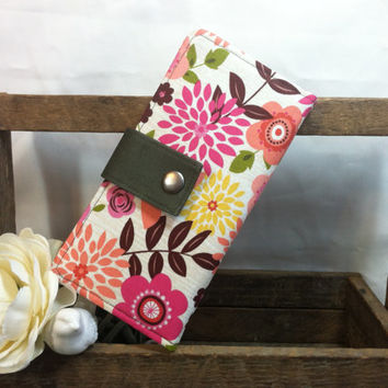 Floral print folded wallet, card slots, coin pouch, 2 bill slots in Olive green contrast