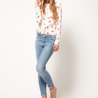 White Lip Print Peter Pan Collar Shirt