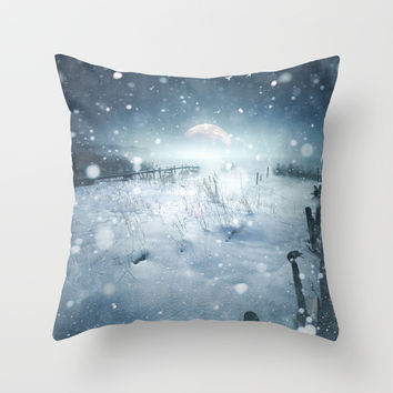 When she turned on me Throw Pillow by HappyMelvin | Society6