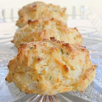 Eats  / Cheddar biscuits. EXACTLY like Red Lobsters