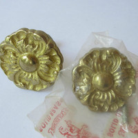 Vintage Brass Drawer Pulls , Kingsley Brass Round Floral Cabinet Knobs with Screws Set of 2 , Decorative Brass Knobs