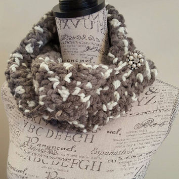Crochet wool gray with white scarf. Chunky. Katniss inspired cowl. White button cowl. Button scarf.