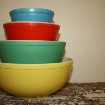 Pyrex Primary Colored Mixing Bowls 1940's by shoppnspree on Etsy