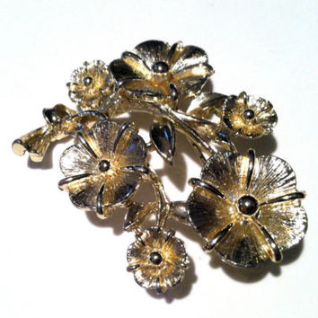 LISNER Floral Bouquet Brooch Dimensional Flower Golden Brushed Authentic Design