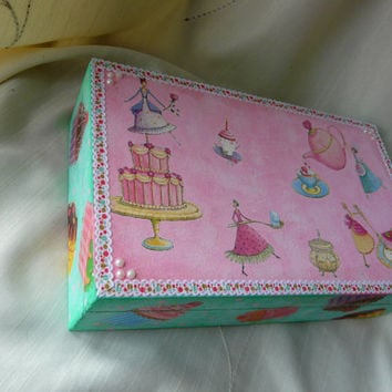 Cake Jewelry Box, Tea Party Box, Cupcake Kitchen Box, Recipe Box, Wood Tea Box, Cupcake Box
