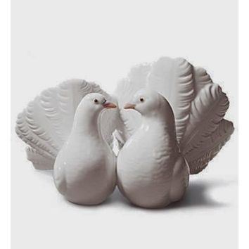 LLADRO collectible figurine Kissing Doves