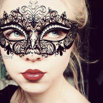 Luxury Black Laser Cut Venetian Masquerade Mask Cosplay with Sparking Rhinestones - Made of Light Metal