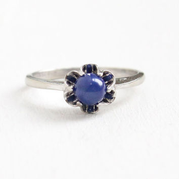 Vintage 10k White Gold Created Sapphire Star Ring - Size 7 1/2 Blue Synthetic Blue Asterism Cabochon Buttercup Flower Fine Jewelry