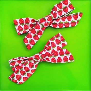 Strawberries tie knot hair bows