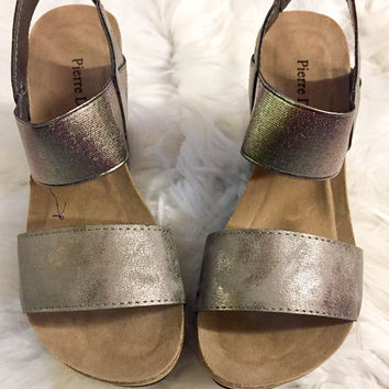 Pewter Talk of The Town Wedge