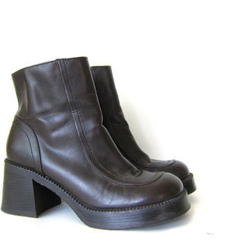 chunky fall boots. vintage 90s tall vegan dark brown ankle boots. chunky boots. women's size 8.5
