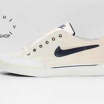 NOS 1995 Vintage Nike Canvas GTS sneakers / Deadstock tennis trainers white / Mens Skateboarding SB kicks low shoes / 90s made in Thailand