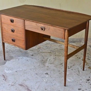 Beautiful Walnut Mid Century Desk by Bassett