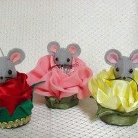 Handmade Felt / Satin Yellow Rose of Texas Mouse for Mothers Day | MumseysMouseHouse - Floral on ArtFire