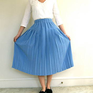ON SALE. Vintage Skirt. Sky Blue. 1990s / 90s. Accordion Pleat. Medium.