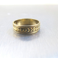 Art Deco Wedding Band Ring, 14K Gold Filled Band Ring Hand Chased Size 8 Art Deco Jewelry Unisex