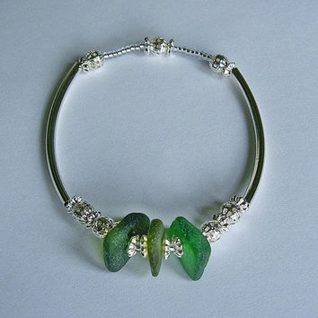 Beach glass bracelet. Genuine green sea glass bracelet. Seaglass jewelry.