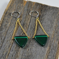 Chain dangle earrings, Edgy earrings, Contemporary jewelry, Green beaded earrings, Gold chain earrings, Leverback Earrings, Trendy Jewelry