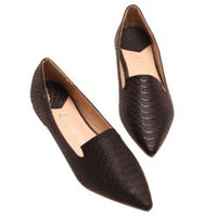 Fahionable Women's Flat Shoes With Crocodile Print and Pointed Toe Design